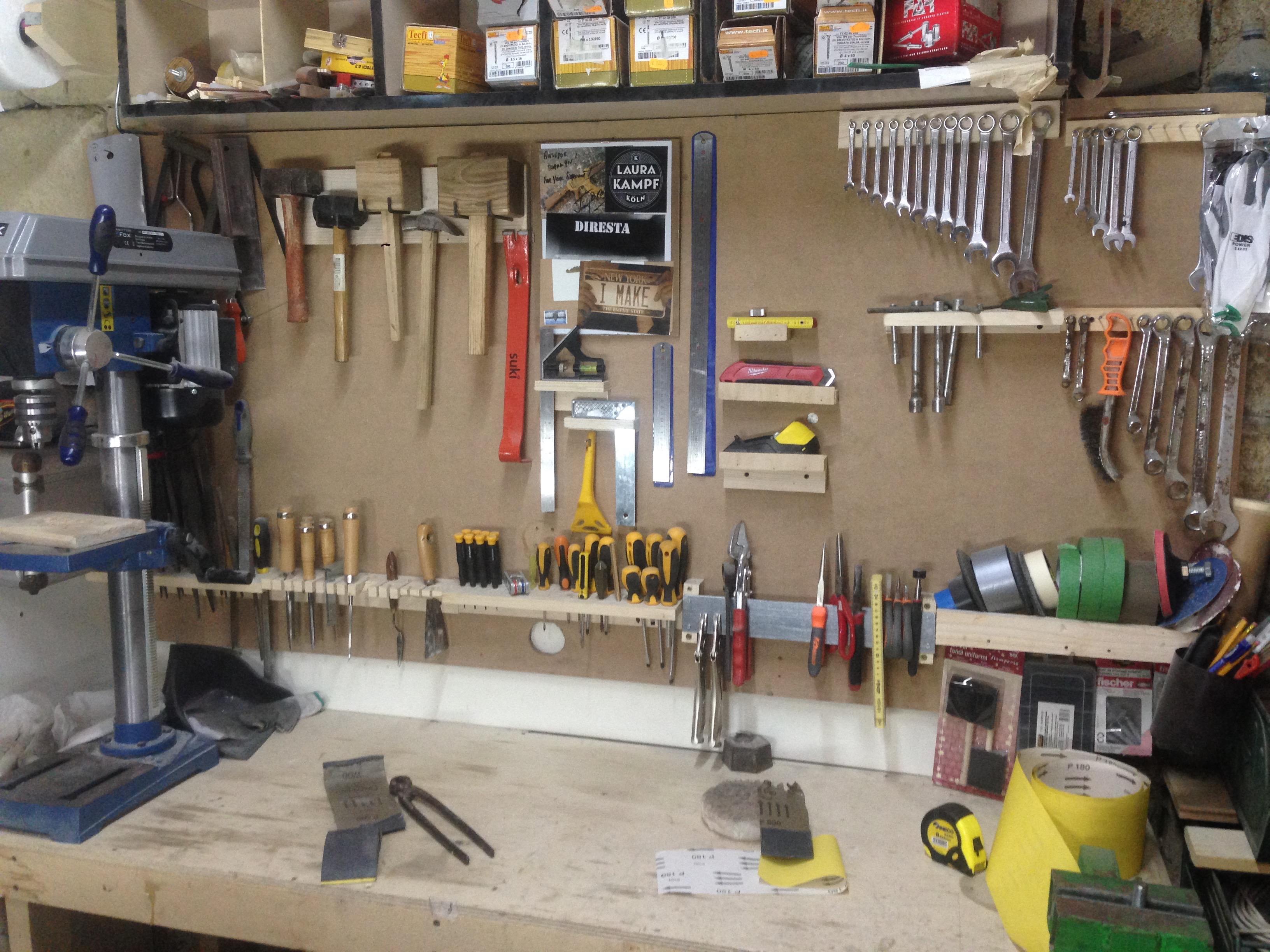 Come costruire una parete porta attrezzi gratis makers for Parete attrezzata fai da te